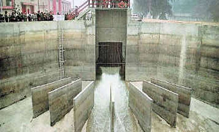 up govt fixes ganga canal breach restores water supply to