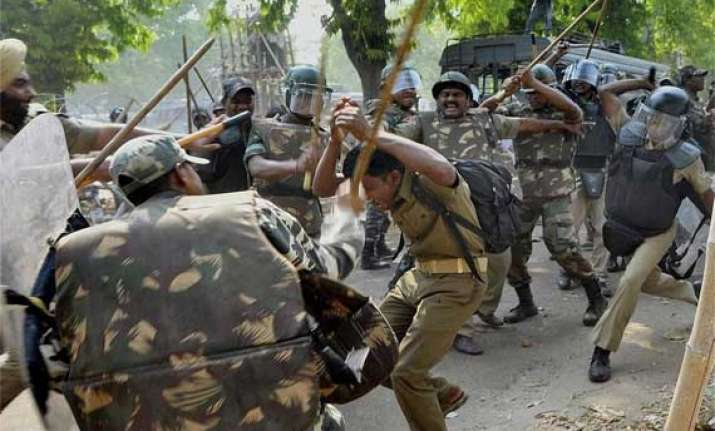 up police lathicharge protesting homeguards