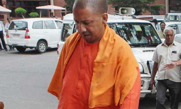 up police prevents bjp mp yogi adityanath from visiting