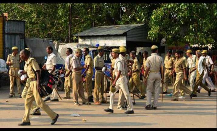up policemen thrashed by mob for not registering rape