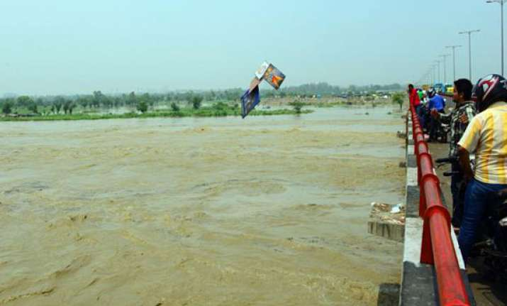 up receives fresh rains major rivers on rise