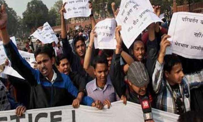 upsc aspirants protest against csat in delhi