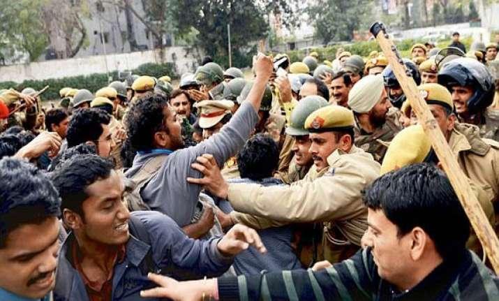 upsc aspirants clash with police burn vehicles in north