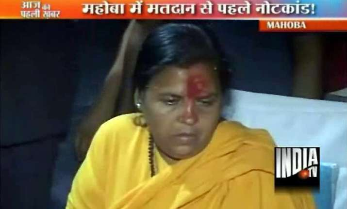 uma bharti sits on dharna outside police station