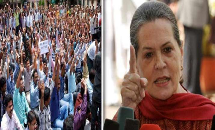 united andhra protesters build tomb for sonia gandhi in
