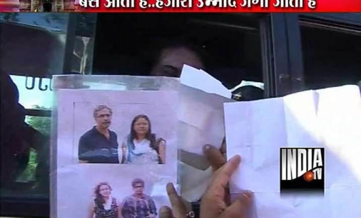 uttarakhand hundreds with pics of missing kin crowd bus
