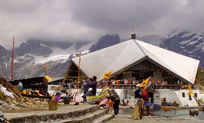 uttarakhand over 3 000 sikh pilgrims trapped in hemkunt