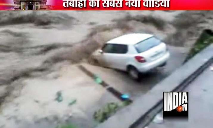 uttarakhand watch video of cars falling into river near