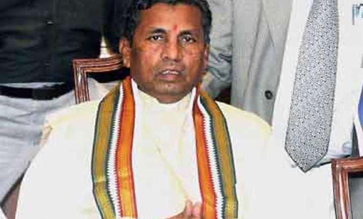 vaastu minister muniyappa changes direction of evm in