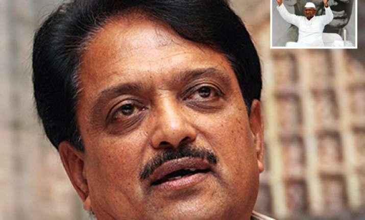 vilasrao deshmukh meets hazare requests him to end fast