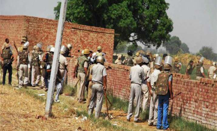 violence in uttar pradesh s deoband policemen attacked