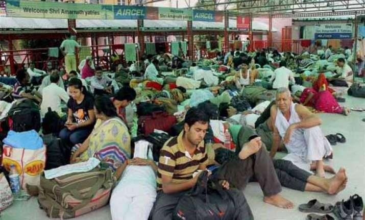 violence near amarnath base camp yatra suspended