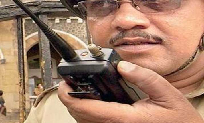 walkie talkies to nail lie of traffic police in bangalore
