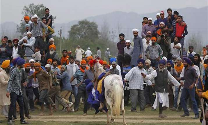 watch in pics sikhs celebrate hola mohalla in punjab