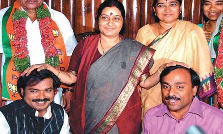 gadkari snubs sushma for remarks on jaitley
