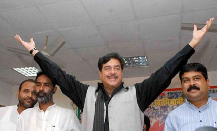 why don t cong ask pm to contest ls polls asks shatrughan