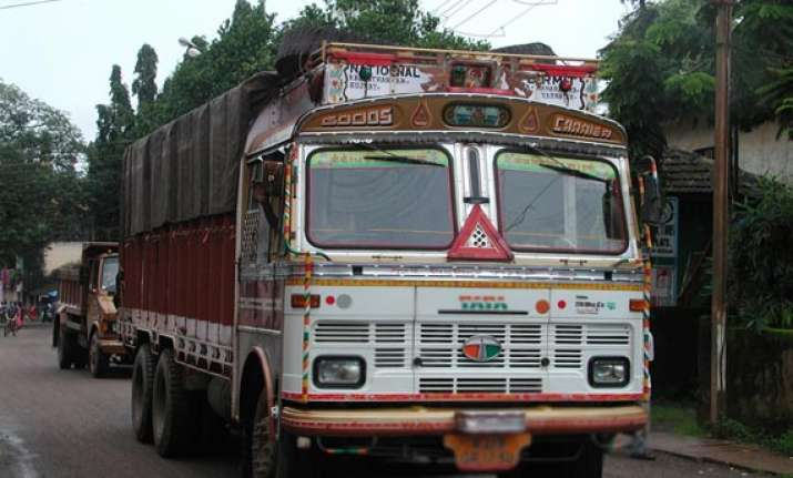 woman daughter jump off moving truck in up die