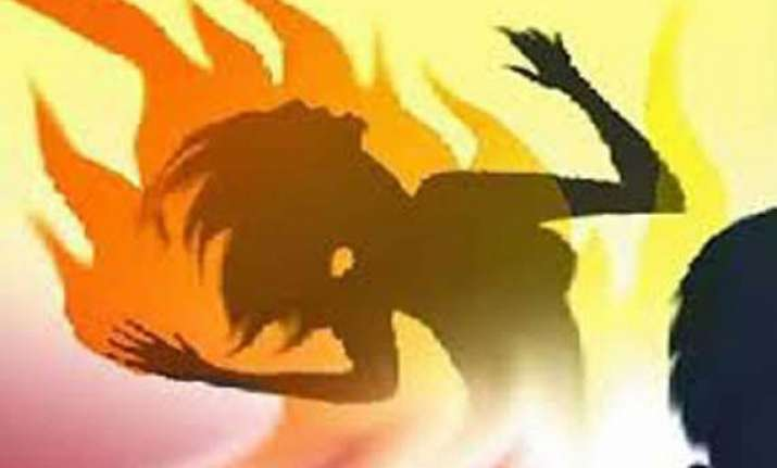 woman sets herself daughters on fire in up village