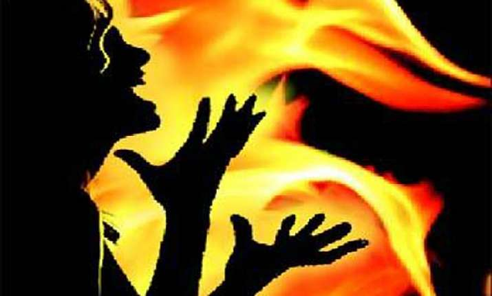 woman sets herself two kids ablaze in up