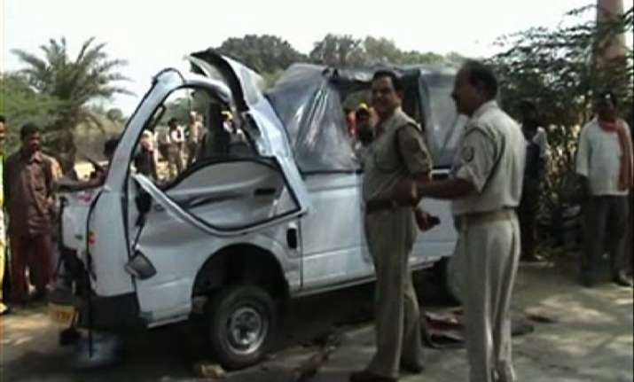 woman killed eight others injured in road mishap