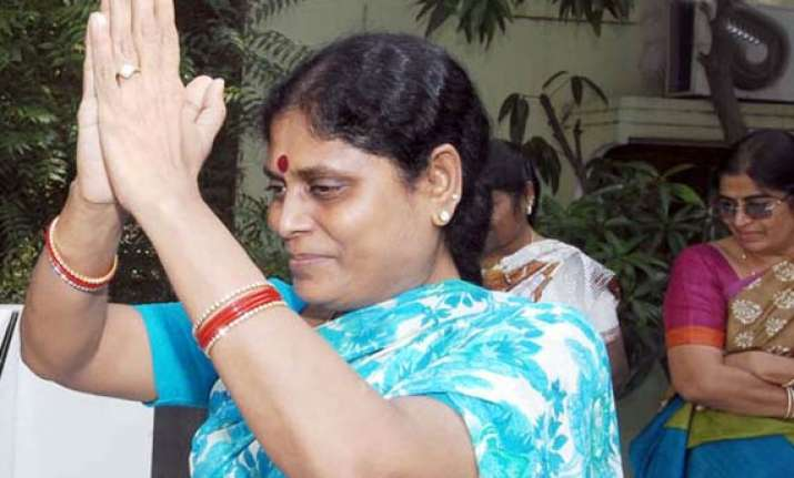 ysr s widow writes to pm flays cbi probe attacks sonia