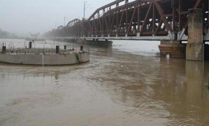 yamuna water inching towards unprecedented level 1 drowns