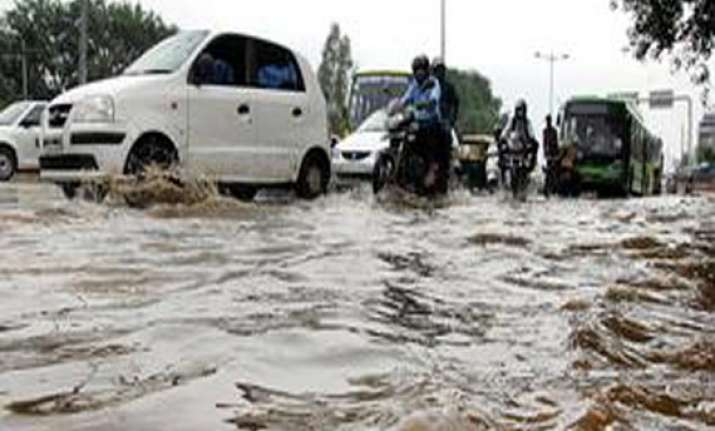 yamuna level in delhi receding water enters ring road