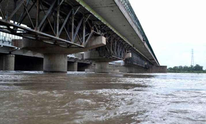 yamuna nears danger level in delhi people evacuated