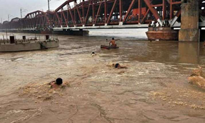 yamuna recedes in delhi but more people evacuated