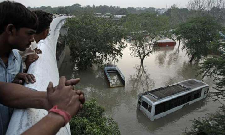 yamuna recedes fear of epidemics strikes delhi