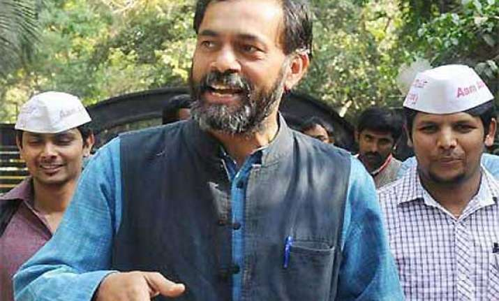 yogendra yadav hints at kejriwal s resignation after