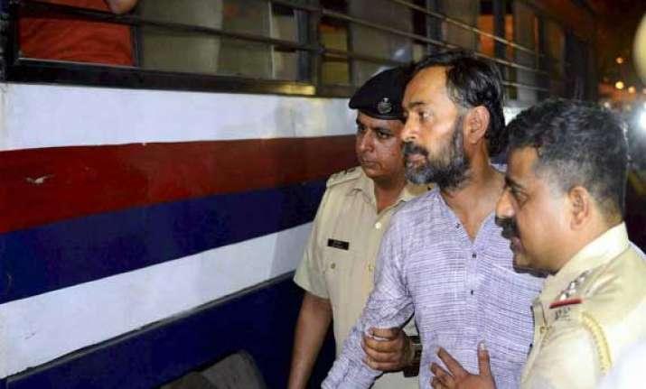 yogendra yadav released after furnishing bail bond