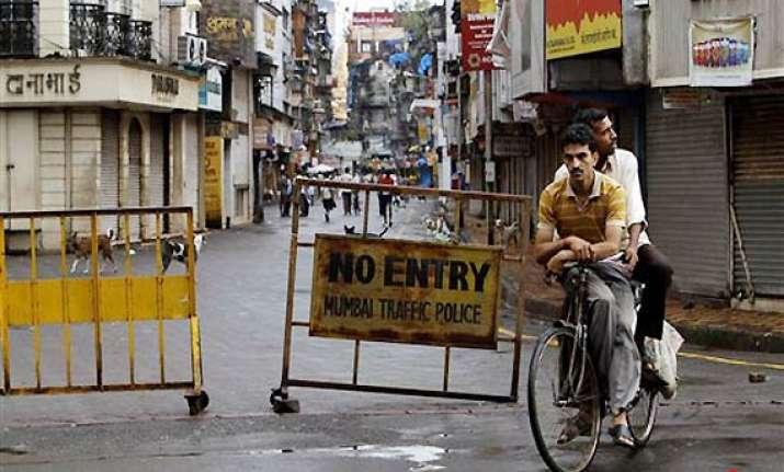 zaveri bazar shop owners lament lack of security