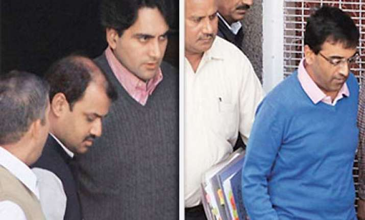 zee editors sent to 2 day police custody