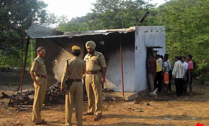 90 arrested in orissa for burning alive 8 persons