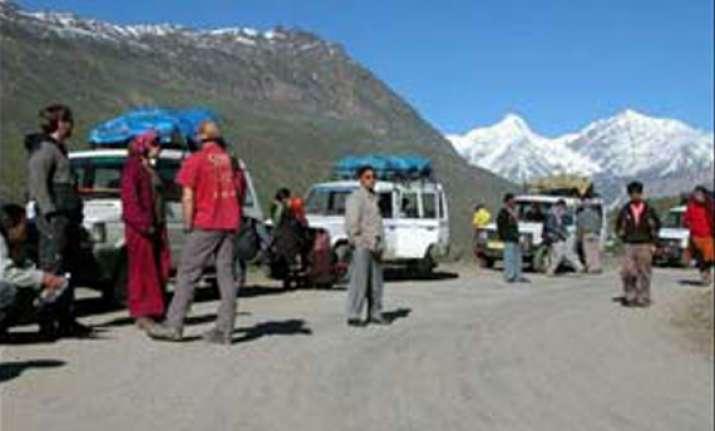 400 civilians trapped in leh landslide rescued