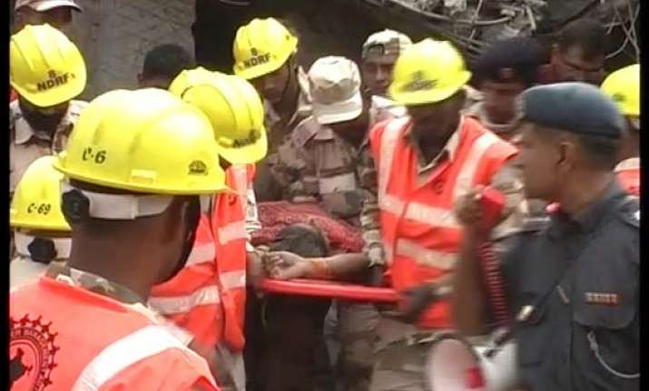 ghaziabad house collapse toll is five 16 critical