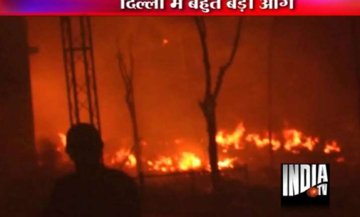 14 dead 50 suffer burns in delhi inferno