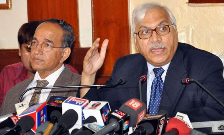 3 4 ec officials died of heart attack says quraishi