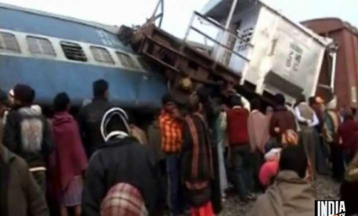 5 killed as brahmaputra mail collides with goods train