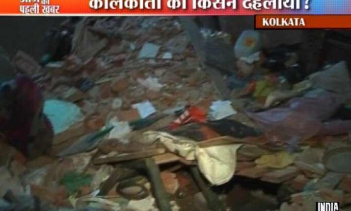 2 killed 9 hurt as crude bombs go off in kolkata