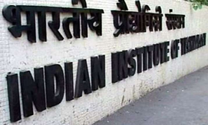 more than 5.6 lakh candidates appear for iit jee