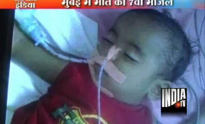 14 month old girl dies after fall from seventh floor in