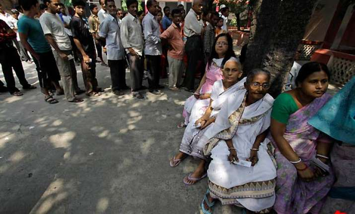over 54 pc polling till 1 pm in bengal