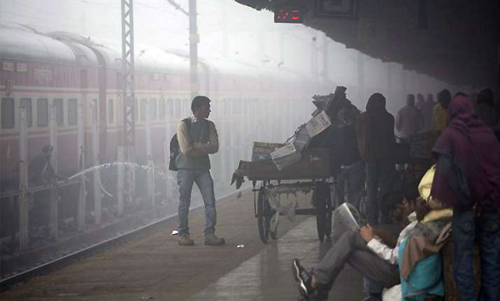 dense fog leads to large scale disruption of trains