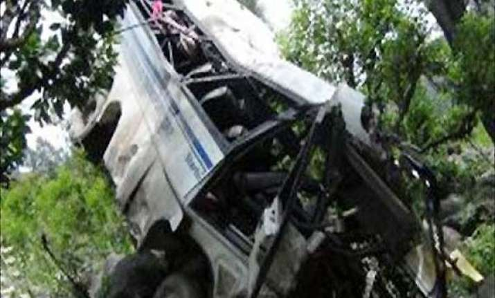 10 killed as minibus falls in gorge near jammu