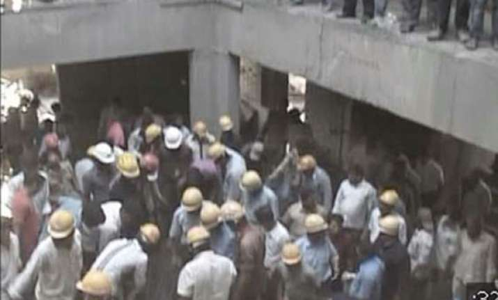 13 killed in pune building collapse