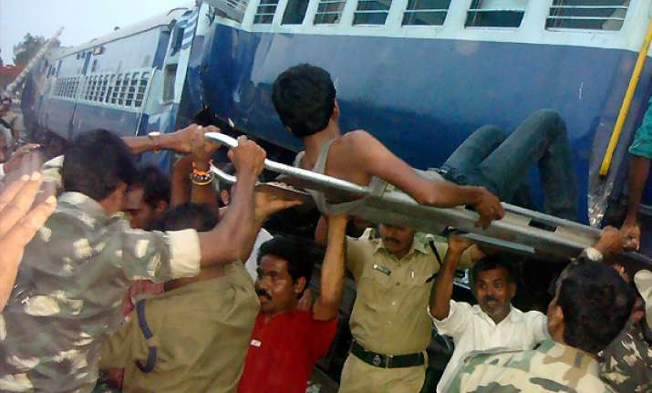 25 killed 43 injured as hampi express rams into goods train