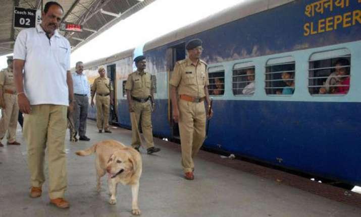 7 253 theft 549 drugging cases on trains till september 2012