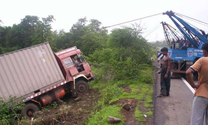 25 workers killed in truck mishap in gujarat